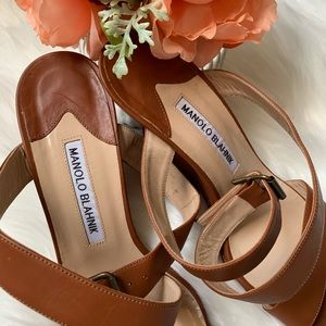 Manolo Blahnik, camel colored leather wedges, s 37
